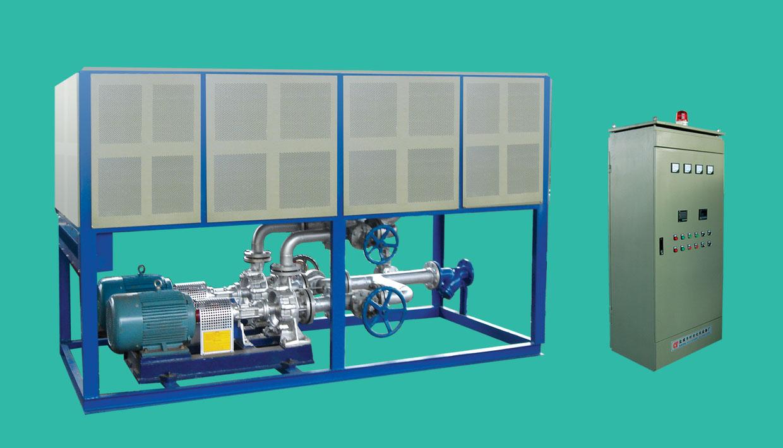 热油电磁加热炉的特点: (一)节能环保:电磁加热比柴油加热节省50%以上,比发热圈加热节省30%以上。无燃油燃气加热的废气产生和消防安全隐患,保温和隔热严密,无发热圈加热的热量大量散失导致工作环境温度偏高而影响工人健康。目前很多用户都在改用电磁加热式的导热油炉。 (二)启停方便灵敏,更利于控制油温。电磁线圈不与炉体接触,没有预热,启停方便灵敏,避免燃油和发热圈加热的余热使油温超高。 (三)升温速度快,在保证节能40%的前提下,加温速度还可以提升20%。 电磁加热导热油炉是将电磁线圈绕在加热罐体周围,通过磁